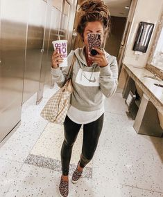 25 casual winter outfits you'll love page 26 Moda Outfits, Sporty Outfits, Cute Outfits, Cute Legging Outfits, Sporty Hair, Athleisure Outfits, Casual Winter Outfits, Casual Fall Outfits, Spring Outfits