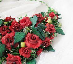 zielone naszyjniki kolia - czerwona róża ręcznie