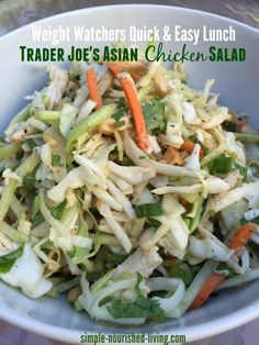 Weight Watchers Trader Joe's Asian Chicken Salad Weight Watchers 20 Minute Lunch Idea: Quick Easy Trader Joe's Asian Chicken Salad. Only 6 points plus simply nourished -… Salade Weight Watchers, Plats Weight Watchers, Weight Watchers Lunches, Asian Chicken Salads, Chicken Salad Recipes, Chinese Chicken, Vegetarian Chicken, Vegan Vegetarian, Salad Chicken