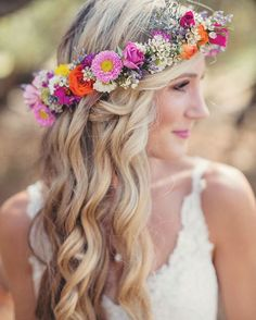 {via @mysweetengagement Instagram} - Obsessed with this wavy hair and this colorful floral crown. Yes or no? 🌹🌼🌸 Apaixonada por esse combo: cabelo ondulado e coroa de flores. Sim ou não, noivinhas? 😍🌺🌼 #mysweetengagement.com . 📷 Photo by Anne-Claire Brun