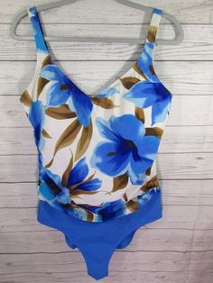 ba4b74096d728 Women s White Stag Floral Blue White Tan 1 Piece Swimsuit Plus Size 16 18  Pretty