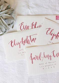 Caligrafia para convites de casamento.