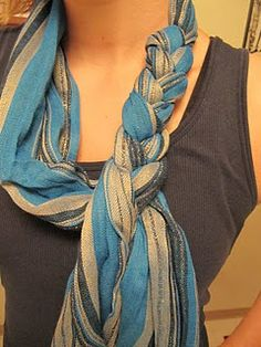 Braided scarf… much easier than it looks! Go like you are going to tie a knot in the scarf, leaving enough slack to drape over your head. Don't tie the second part of the knot – but turn the scarf so the loose ends drape down one side of loop use the two Look Fashion, Diy Fashion, Ideias Fashion, Fashion Beauty, Fashion Tips, Fashion Ideas, 1950s Fashion, Womens Fashion, Vintage Fashion