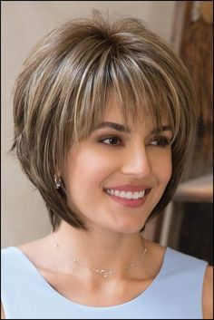 Die besten 25+ Frisuren halblang gestuft ab 50 Ideen auf Pinterest ... #Frisuren #HairStyles Welcher gestapelte Bob tendiert seitdem vielen Jahren. Stacked Bob ist eine welcher coolsten Versionen von Bob, die von klassischen Frauen mit starkem...