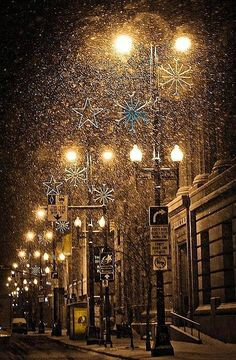 Christmas snow | via Believe In The Magic of Christmas.