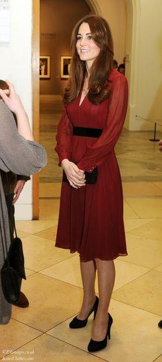 Kate Viewing Her Official Portrait by Paul Emsley. via Kate's Clothes (www.katesclothes.com) #KateMiddleton #DuchessKate
