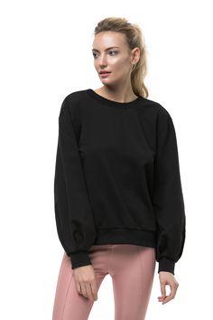 Czarna bluza Bell z kolekcji Flash wykonana z najlepszych jakościowo materiałów. Wyjątkowo miękka dzianina dresowa i luźny fason zapewniają pełną swobodę ruchów. Ozdobny rękaw i nowoczesne rozcięcie na plecach połączone czarną wstążką gwarantuje, że wyróżnisz się z tłumu. Bluza jest niezwykle wygodna, dzięki czemu każda dziewczyna Cardio Bunny będzie czuła się komfortowo zarówno na treningu, jak i na co dzień. Bluza szyta w Polsce. Dostępna w 4 kolorach: białym, malinowym, czarnym i…