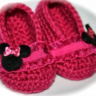Crochet Baby shoes booties slippers ballet slippers baby girl raspberry hot pink fuchsia minnie mouse disney world mickey mouse Sadly they are no longer available.But the design is amazing! Crochet Baby Shoes, Crochet Baby Booties, Crochet Slippers, Love Crochet, Crochet For Kids, Baby Boots, Baby Girl Shoes, Pinterest Crochet, Crochet Disney