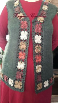 Discover thousands of images about Inspiration. What if you make a crochet trim (granny squares!) to make too small top into a wearable vest? Crochet Jumper, Crochet Vest Pattern, Crochet Jacket, Crochet Trim, Baby Knitting Patterns, Knitting Designs, Knit Crochet, Crochet Patterns, Diy Crafts Knitting