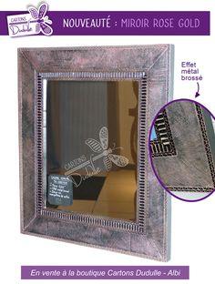 Cadre miroir en carton. Effet métal brossé rose irisé. Fait main, en vente à la boutique Cartons Dudulle, Albi.