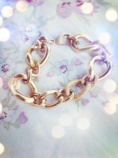 Jessica- Multi-texture Bracelet in Gold.