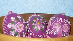 SlovakFolkArt / Kraslica vosková (bordová) Painted Gourds, Egg Art, Easter Eggs, Wax, Drop, Patterns, Rocks, Easter, Block Prints