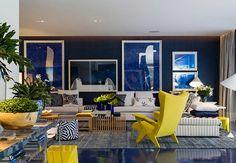 AZUL KLEIN - Criado pelo artista francês Yves Klein no final da década de 50 e tido por ele como uma reprodução fiel do azul do céu de Nice, sua cidade natal, o azul Klein, conhecido no Brasil como azul Bic, é a sensação do momento na moda, na arte e na decoração.