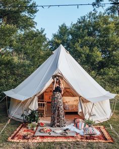 Campings Ideen Hacks - Summer Campings Ideas For Teens - Easy Campings Food For Kids Ideas - - Campings Essentials For Toddlers Camping Glamping, Camping Life, Camping Con Glamour, Tara Milk Tea, Bell Tent Camping, Romantic Camping, Pancho Villa, Home Values, The Great Outdoors