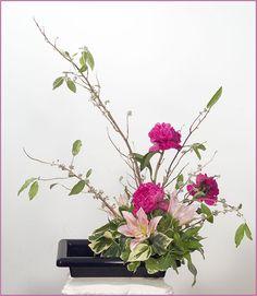 Espressione dell'armonia tra il cielo, la terra e l'uomo, l'Ikebana è un'arte giapponese di composizione floreale
