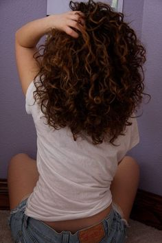 awesome Naturally curly hair... I need to grow it out so I can