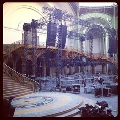 30secondstomars Building the stage at Grand Palais #marsinfrance