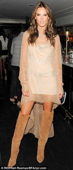 Mais experiente da moda: Alessandra vestiu uma pura vestido marfim e botas de camurça para o evento H & M na sexta-feira e foi chique do balancim no vestido cinza cravejado e botas coxa-alta para a Exposição Peter Lindbergh no sábado