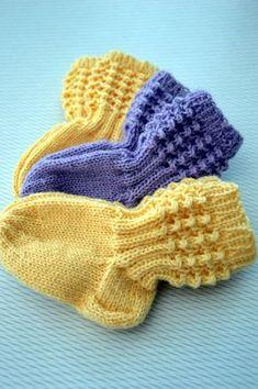 KARDEMUMMAN TALO Baby Socks, Baby Hats, Knitting Socks, Knitted Hats, Drops Karisma, Baby Clothes Blanket, Knit Baby Dress, Baby Knitting Patterns, Handicraft