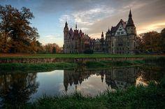 Zamek i park - Zamek Moszna