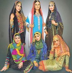 How To Live Like an Omani Princess: woman's dresses from Muscat,Oman Folk Costume, Girl Costumes, Larp, Trucage Photo, Beautiful Arab Women, Desi Wedding Dresses, Rajputi Dress, I Love Fashion, Womens Fashion