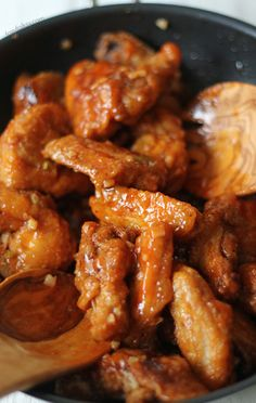 This simple recipe of buffalo wings will surely blow your minds. Super crispy fried buffalo wings with spicy buttery sauce and a tangy blue cheese to dip it with. Fried Chicken Wings, Chicken Bacon, Best Chicken Recipes, Turkey Recipes, Blue Cheese Burgers, Blue Cheese Sauce, Fresh Chicken, Buffalo Wings, Wing Recipes