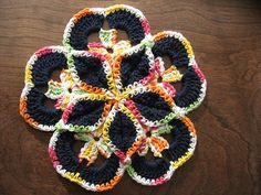 Starburst Hotpad by thekidneybean, link to free pattern