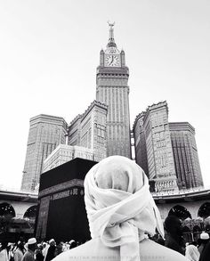 Put your Trust In Allah, Patience and Prayer. Muslim Couple Photography, Alone Photography, Portrait Photography Poses, Mecca Islam, Mecca Kaaba, Islamic Posters, Islamic Quotes, Muslim Images, Medina Mosque