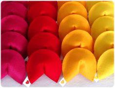 Biscoitinho da Sorte confeccionado em feltro ou algodão, nas cores de preferencia do cliente e contendo mensagem interna.  Ideal para chá de bebê/fralda, nascimento, chá de cozinha, casamento e outras ocasiões. R$1,50