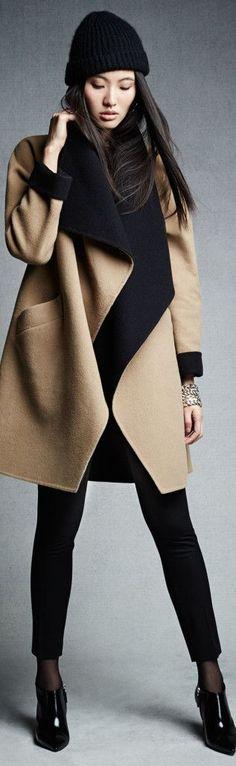 Abrigo en paño color camel combinado con negro.Amplia solapa y con bolsillos.Bellísimo!! by Ralph Lauren