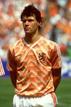 Marco van Basten of Holland in 1988 at the European Championship. God Of Football, Best Football Players, Soccer Players, Football Team, Marco Van Basten, Uefa European Championship, European Championships, Football Uniforms, Sports