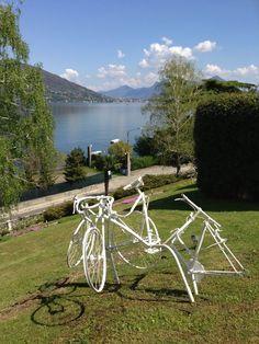 """N. Accame, """"T-riciclo"""" - 2003. Ferro, biciclette, smalto compongono l'opera, espressione della passione per gli oggetti recuperati dell'artista Nicolò Accame. #art #lagomaggiore"""