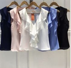 BLUSA SHEILA CREPE BABADO Crop Top Outfits, Mom Outfits, Fashion Outfits, Trendy Fashion, Blouse Styles, Blouse Designs, Look Office, Sleeves Designs For Dresses, Couture Tops