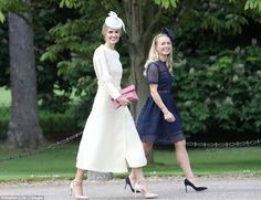 Pippa Middleton and James Matthews leave the church as man and wife Royal Wedding Pippa Middleton, Kate Middleton, Middleton Family, Pippa And James, Kate And Pippa, Dresses To Wear To A Wedding, Bridesmaid Dresses, Wedding Outfits, Pippas Wedding