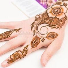 Latest Hand Henna Designs for Girls Mehndi Mano, Mehndi Desine, Mehndi Style, Hand Mehndi, Mehndi Tattoo, Mehendi Arts, Henna Tattoo Designs Arm, Arabic Henna Designs, Beautiful Henna Designs
