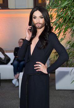 : Conchita Wurst : décolleté assumé pour briller sur le tapis rouge !
