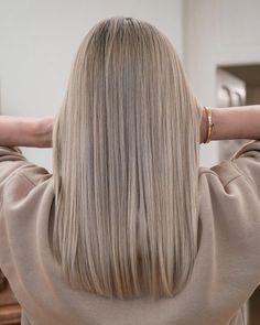 Blonde Hair Colour Shades, Bright Blonde Hair, Blonde Hair Looks, Hair Color, Short Hair With Bangs, Hairstyles With Bangs, Hair Inspo, Hair Inspiration, Medium Hair Styles
