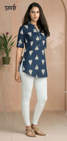 This breathtakingly gorgeous blue cotton flex straight cut tunic makes for a sophisticated and refined style when paired with the right bottoms. Short Kurti Designs, New Kurti Designs, Simple Kurti Designs, Tunic Designs, Kurta Designs Women, Kurti Designs Party Wear, Stylish Kurtis Design, Stylish Dress Designs, Designs For Dresses