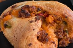 This Breakfast Braid Is So Delicious You& Gonna Wanna Devour It Chorizo Breakfast, Breakfast Biscuits, What's For Breakfast, Brunch Recipes, Breakfast Recipes, Easy Cooking, Cooking Recipes, Old Fashioned Bread Pudding, Good Food