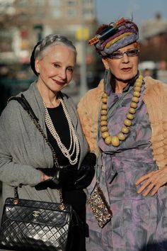 ADVANCED STYLE: Advanced Style Featured on Mornings Australia--I particularly like Joyce, the lady on the left, who always has such a lovely smile in her pictures. Mature Fashion, Fashion Over, Look Fashion, Womens Fashion, Mode Ab 50, Street Style Vintage, Stylish Older Women, Mode Hippie, Beautiful Old Woman