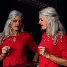 Shooting im Tonstudio @nsb_rec Model @modelladyrita & @andromeda_333 Hair&Makeup @sassoonstore Schmuck @deniseschorro Outfit @doemaboutique Tasche @jasminjenkins Fotografin @veras_atelier #shooting #fotoshooting #tonstudio #zug #herbst #herbstfashion #handgemacht #familienunternehmen Red Leather, Leather Jacket, Foto Shoot, Hair Makeup, Model, Outfits, Fashion, Atelier, Audio Studio