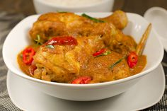 A rich Nyonya Chicken Curry, also known as Kapitan Chicken Curry, that is the epitome of Malaysian flavours! Aromatic with herbs, spice and tanginess.