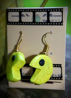 Polymer Pac-Man earrings with glitter! Very simple and fun craft. #Pac #Man #Polymer #Clay #Glitter #DIY