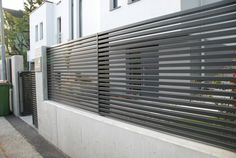 One of our last projects. Modern horizontal aluminum fence Linea. We produce the whole system including swing gates, doors, balustrades and other constructions. www.aludom.pl