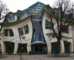 I'm wondering how the floors should be.  Crooked House @ Sopot, Poland