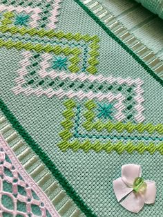 German Knotted Blanket Stitch (Step By Step & Video) Swedish Embroidery, Blackwork Embroidery, Diy Embroidery, Cross Stitch Embroidery, Embroidery Patterns, Bargello Needlepoint, Broderie Bargello, Modern Cross Stitch Patterns, Cross Stitch Designs