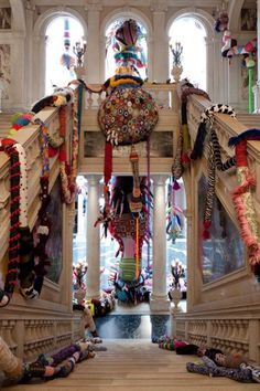 Joana Vasconcelos is one of the names in this Pop art exhibition inaugurated on the at the Bienal Museum in Cerveira. Art Fibres Textiles, Textile Fiber Art, Textile Artists, Sculpture Textile, Sculpture Art, Art Pop, Street Art, Instalation Art, Inspiration Artistique