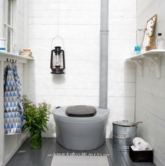 Composting toilet in a blue and grey summer cottage bathroom. Yurt Home, Summer House Interiors, Summer Home Decor, Cabins And Cottages, Tiny Bathrooms, Summer Cottage, Cottage Interiors, Outdoor Toilet, Cottage Bathroom