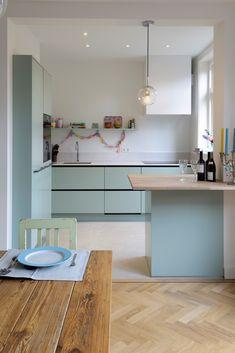 Moderne keuken - Lilly is Love Cosy Kitchen, Home Decor Kitchen, Kitchen Interior, Home Kitchens, Kitchen Trends, Minimalist Kitchen, Apartment Kitchen, Modern Kitchen Design, Beautiful Kitchens