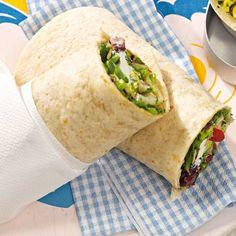 Leichte Küche, super schnell zubereitet: Diese Wraps mit frischem Salat und würzigem Ziegenkäse spielen eine gesunde Rolle bei eurer Diät.